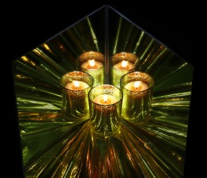 08_12a2_jankloes_cave_candlewithmirrors